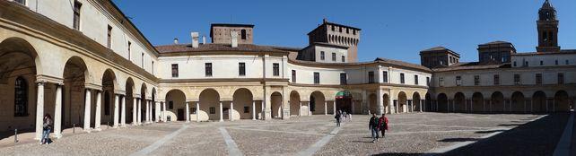 Innenhof des Palazzo Ducale mit seinen 450 Räumen