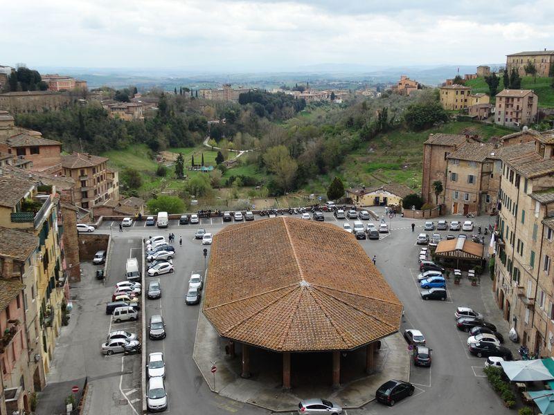 Piazza del Mercato mit dem von uns ausgewählten Restaurant rechts unten.