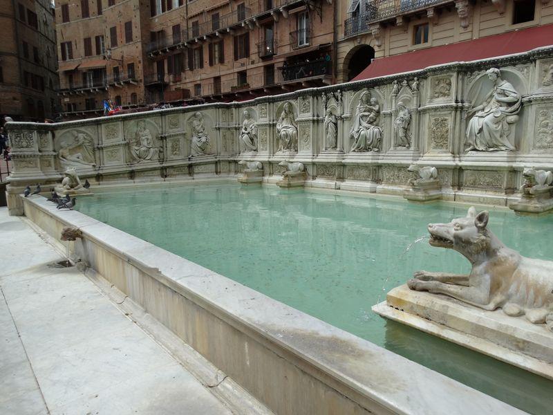Fonte Gaia am höchsten Punkt der Piazza del Campo