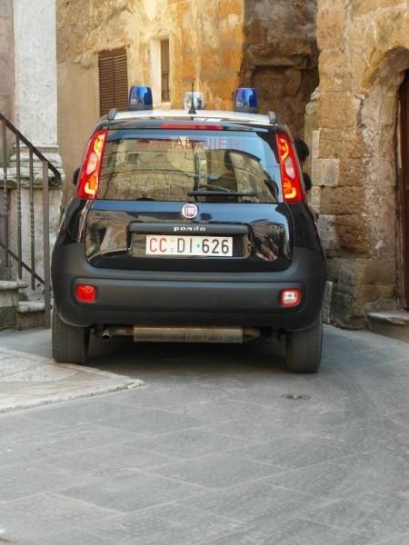 Trotz kleinem Fiat geht es auch für die Polizei um Milimeter.