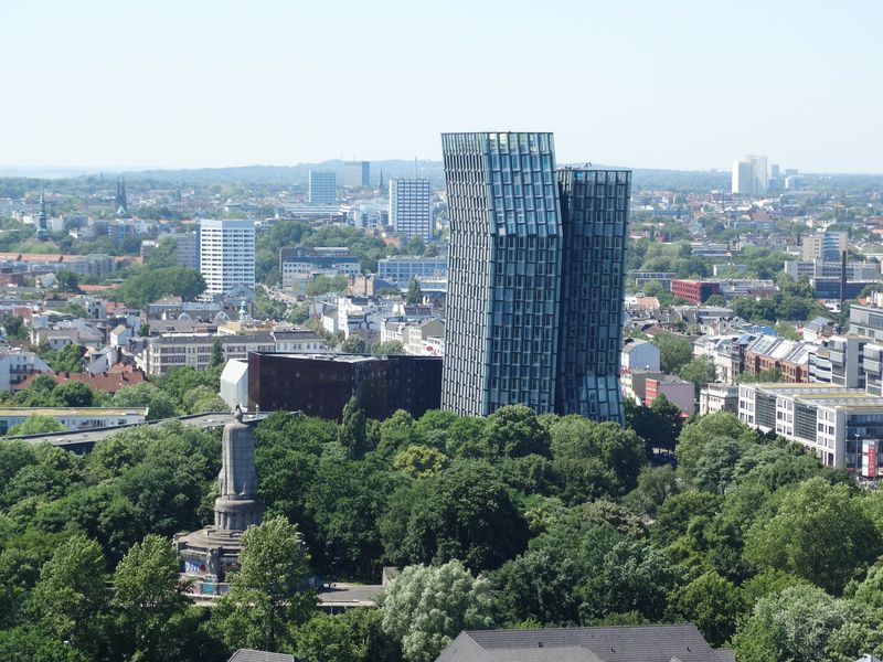 Bismarck-Statue und die Tanzenden Türme