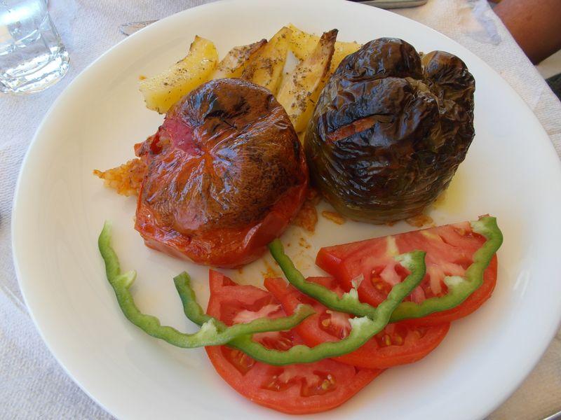 gefüllte Tomate und Paprika
