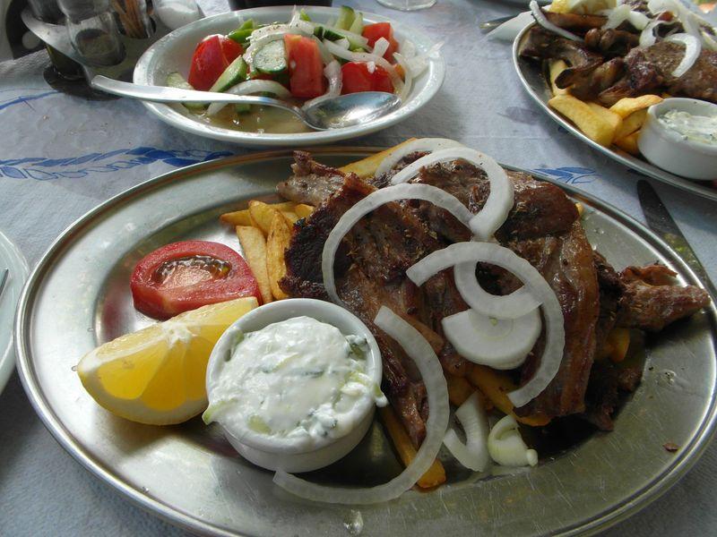 Lammkoteletts mit Patates