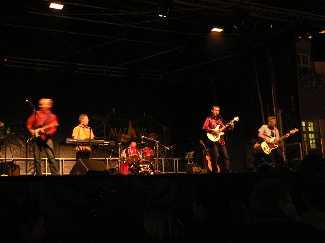 Um Mitternacht gab es noch ein Rockkonzert auf dem Rathausplatz.
