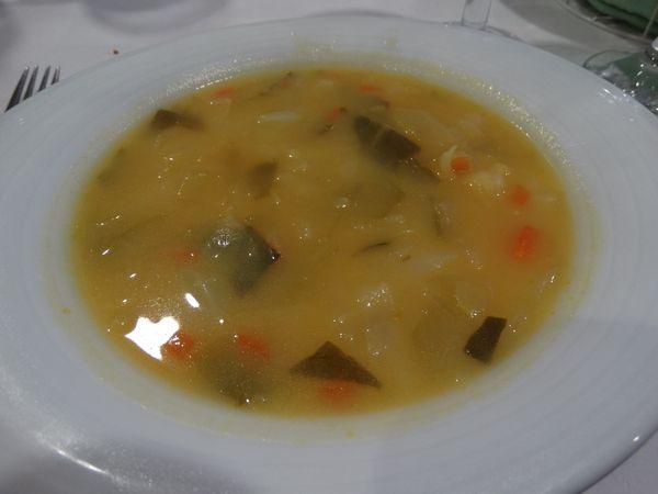 die überall angebotene Gemüsesuppe nach Art des Hauses