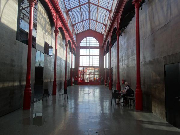 In der alten Markthalle finden heutzutage Musikkonzerte jeglicher Richtung statt.