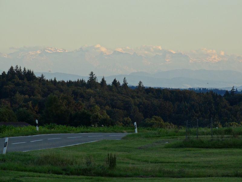 Abendruhe mit Blick auf die schweizer Berge