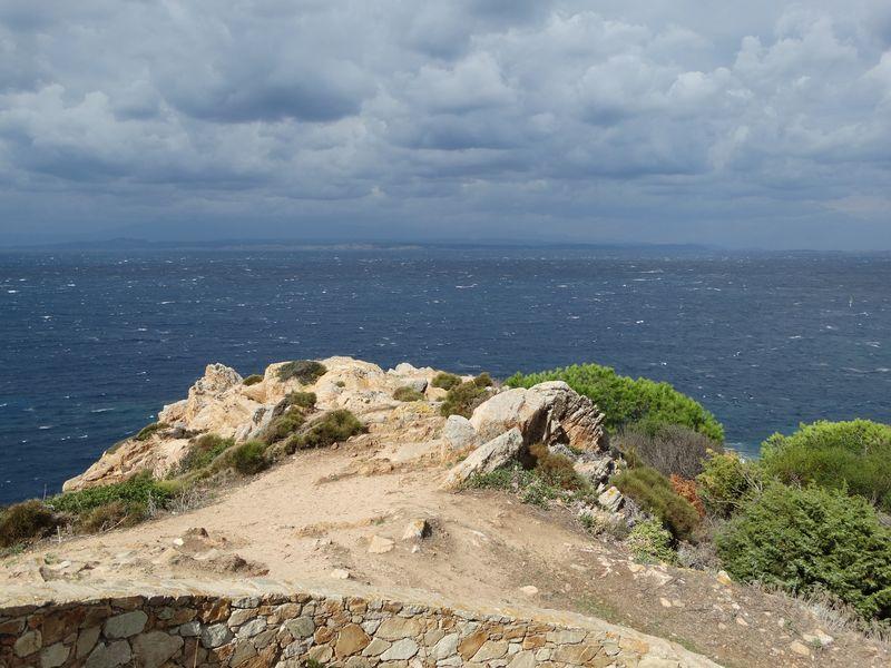 gegenüber liegt die Südküste von Korsika